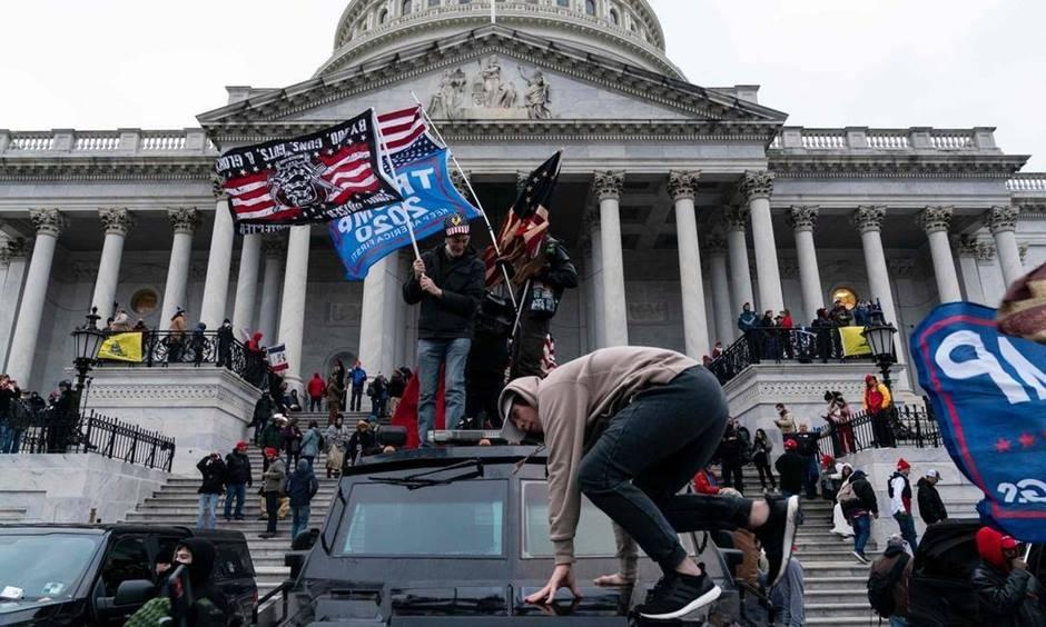 Os Estados Unidos sofreu, na última quarta (6), o que é considerado por especialistas políticos o maior atentado à democracia do país.