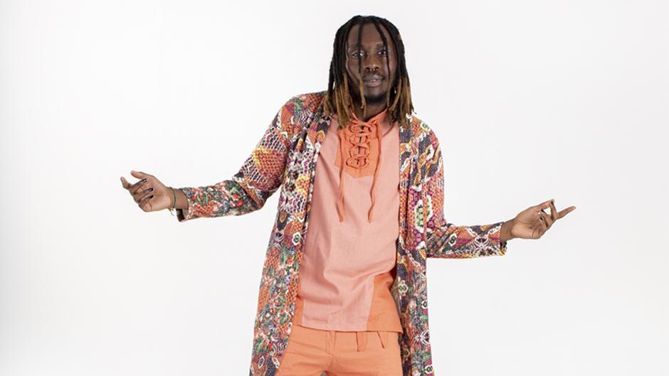 Os afroreps, dramas e danças do Mundo Manicongo, o universo criado por Rincon Sapiência em seu segundo álbum, estarão no palco do festival Bem Bolado.