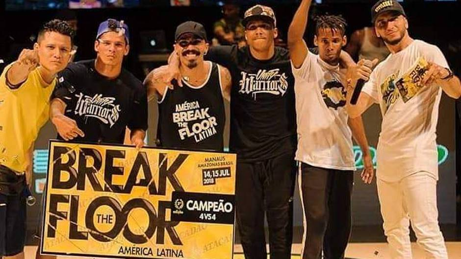 Grupo periférico de São Paulo que já representou o Brasil em grandes eventos de dança em Cannes, Paris e outros lugares da Europa, participa do Mês do Hip Hop 2021 com montagem inspirada nas festas de rua que deram origem à cultura hip-hop.