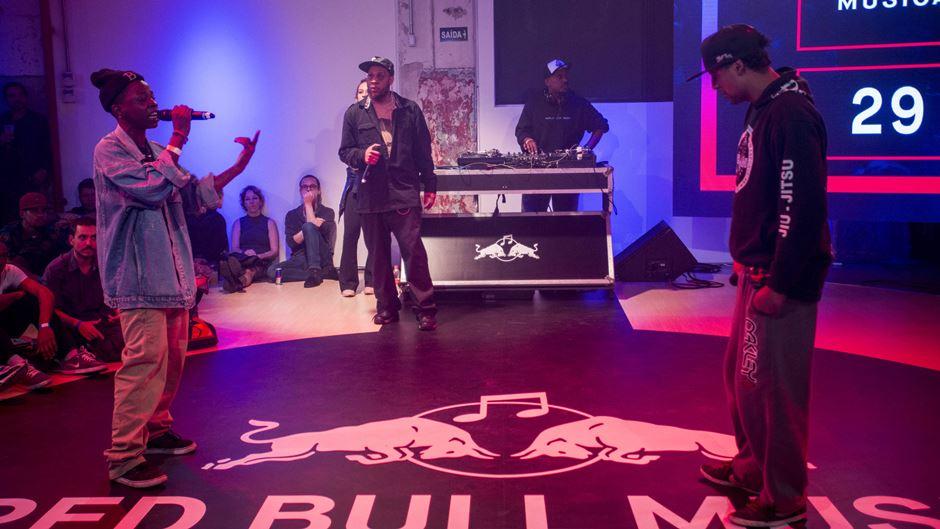 Batalhas de rima mostram a intimidade que rappers possuem com as palavras (Crédito: Fabio Piva/Red Bull Content Pool)