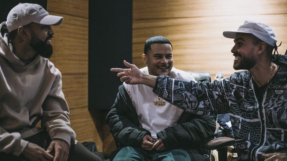 Gabigol anuncia carreira musical com Papatinho e Choji