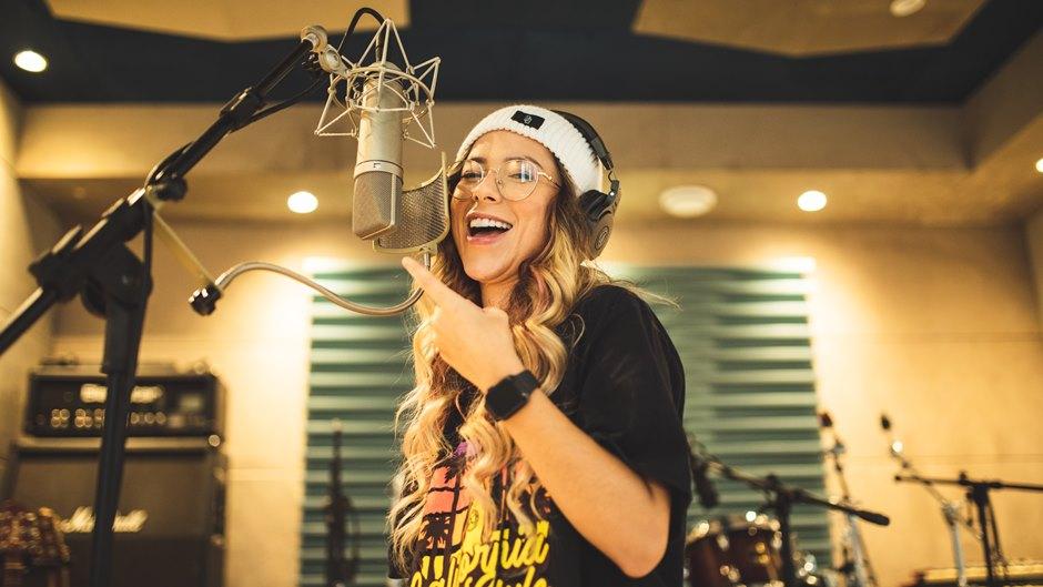 Maellen assina com a Universal Music! um dos maiores nomes do Free Fire