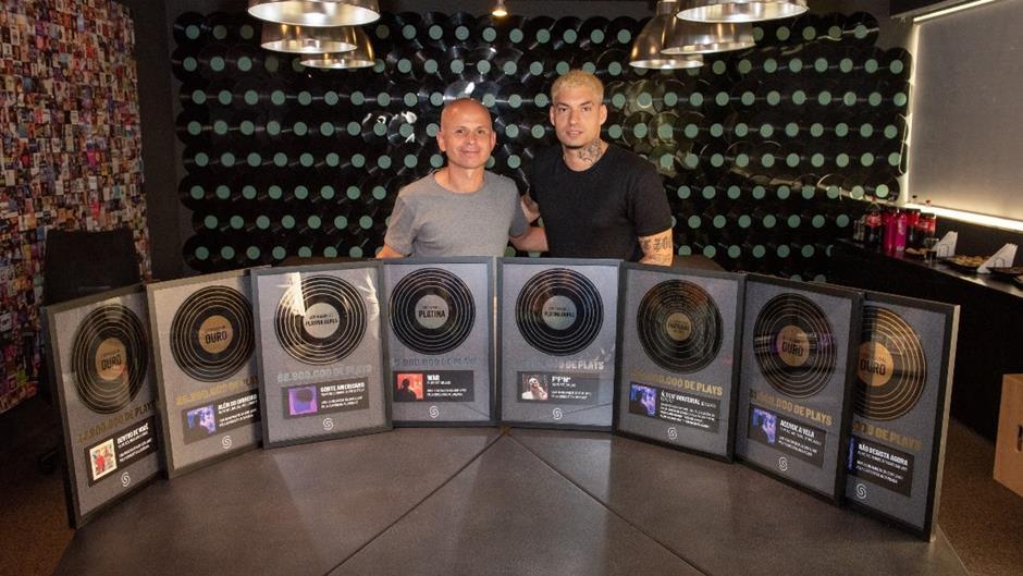 Filipe Ret recebe oito certificações entre Ouro, Platina e Platina Dupla nesta quarta-feira (06)
